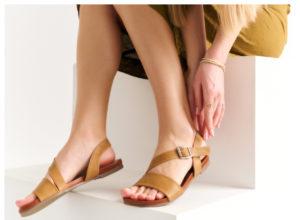 płaskie sandały na lato z paskami