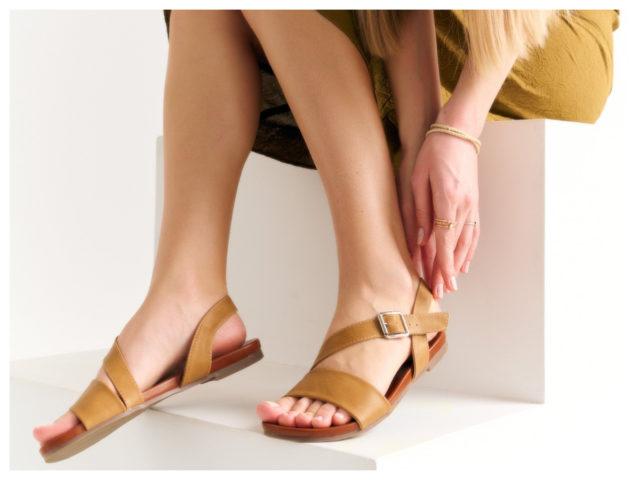 Płaskie sandały na lato – które wybrać?
